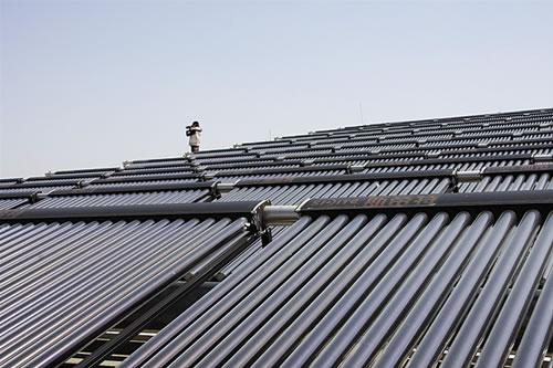 有一家太阳能热水器企业以数亿元的备案销量紧随海尔